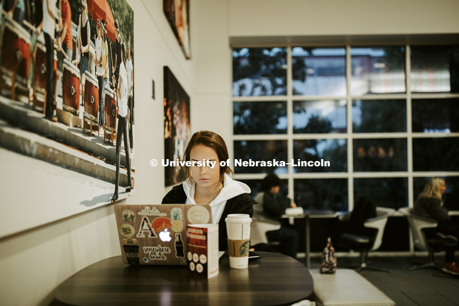 Studying in the Nebraska Union. City campus photos. October 5, 2018. Photo by Craig Chandler / University Communication.