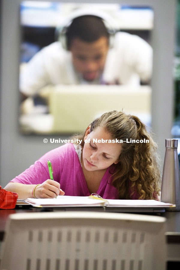 Maria Kohel from Lincoln studies in the Nebraska Union for a macroeconomics test. City campus photos. October 5, 2018. Photo by Craig Chandler / University Communication.