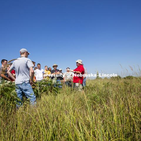Students study Nine Mile Prairie northwest of Lincoln as part of Dave Wedin's NRES 222 Ecology Laboratory class. September 2, 2015. Photo by Craig Chandler / University Communications