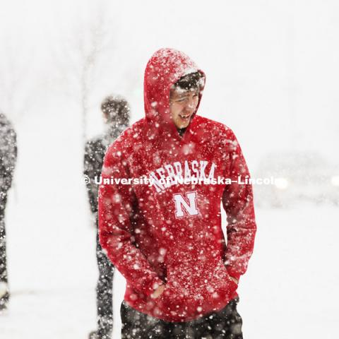 A snow storm of large wet flakes falls on UNL Monday, January 25 2016. Photo by Craig Chandler / University Communications