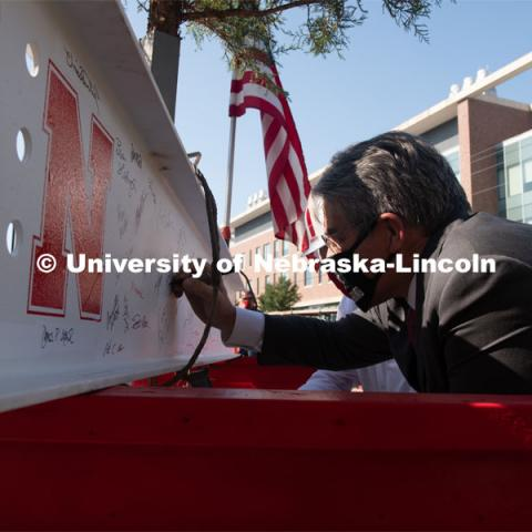 College of Engineering Dean Lance Perez adds his signature to the last beam before it is placed. Due to COVID-19 precautions, a public ceremony was not able to be held. Instead, signatures from college and university supporters and others involved in the Phase I project were gathered either remotely or by signing the beam individually. The final beam was installed at the topping off ceremony for Engineering Project, August 26, 2020. Photo by Greg Nathan / University Communication.